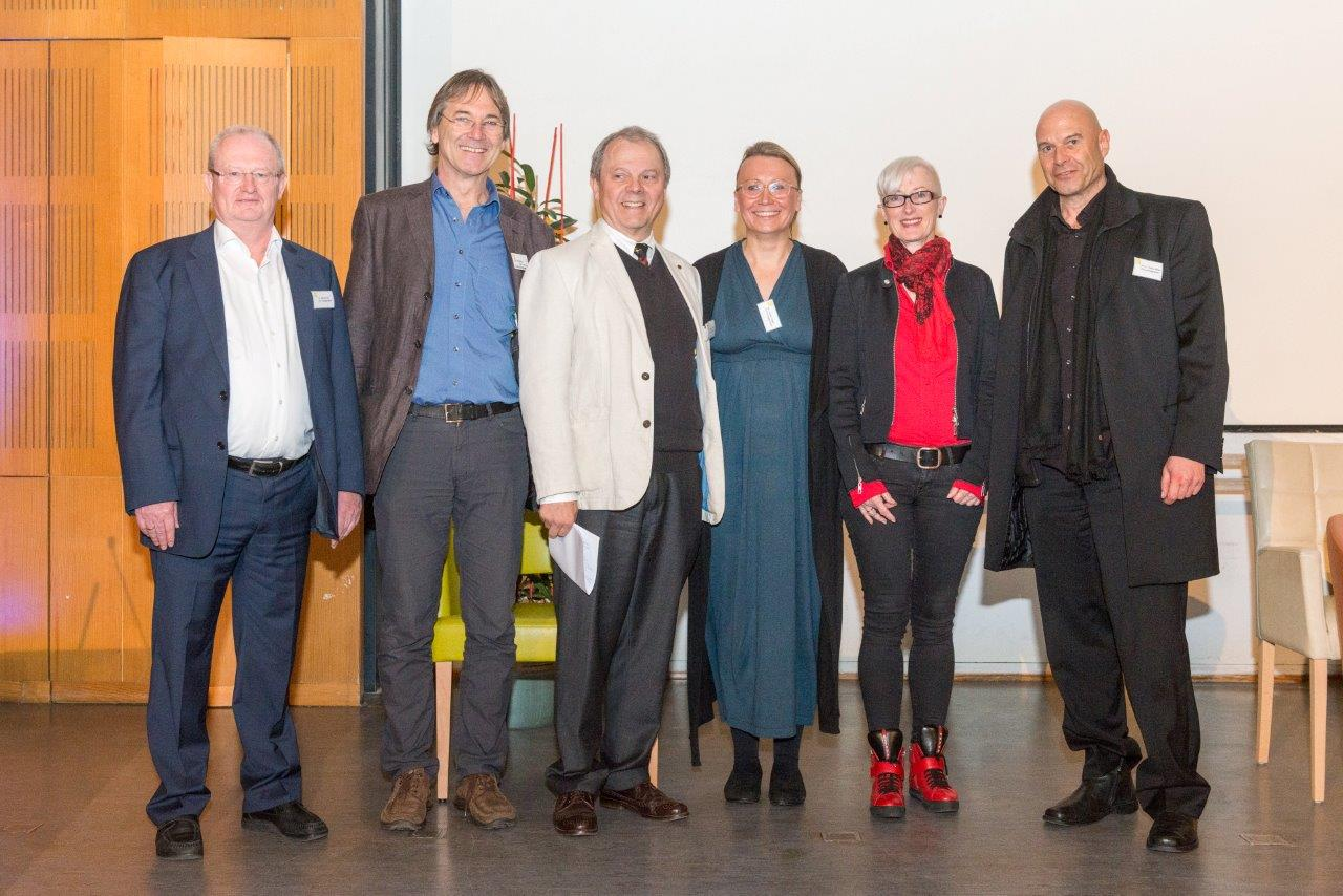 Das gesamte Leitungsgremium des IVS und die Vizepräsidentin der Bayerischen Ärztekammer