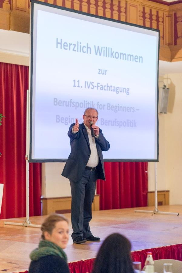 Dr. Andreas Rose begrüßt die Teilnehmer